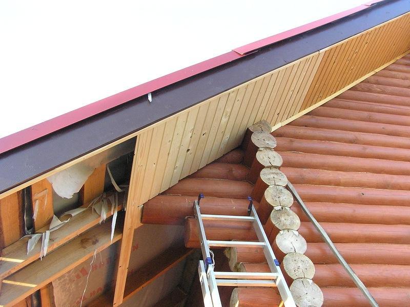 Подшивка свеса крыши вагонкой