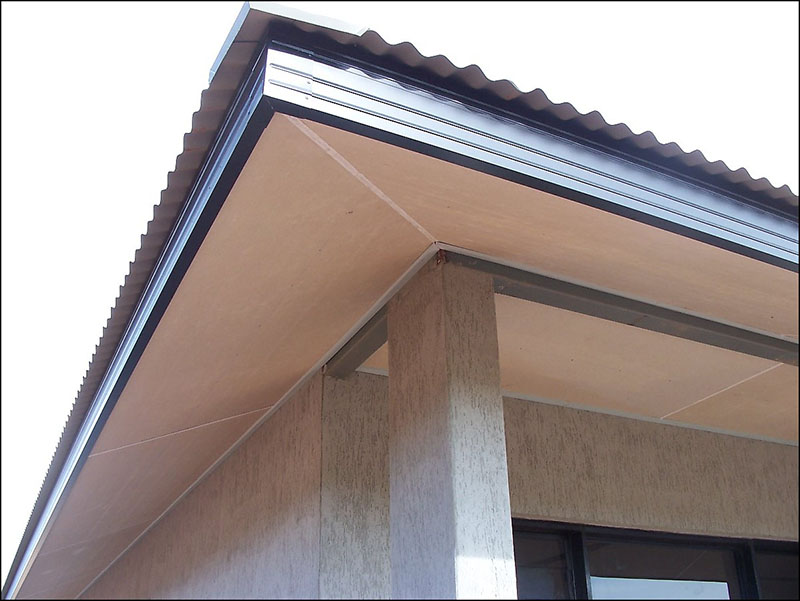 Подшивка свеса крыши плоским листом